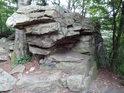 Podle fotografie by nejeden pozorovatel mohl váhat, zda se jedná o přirozenou skálu, nebo lidmi postavená zeď.