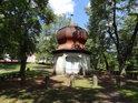 Kaplička nad Mariánskou studánkou na Svaté Hoře u Příbrami. Studánku původně vykopal v roce 1634 poustevník Jan Procházka z Nymburka a poté byla prohlubována a původní dřevěný příkrov byl nahrazen kapličkou.