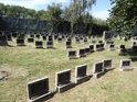 Bezpočet náhrobků na židovském hřbitově.
